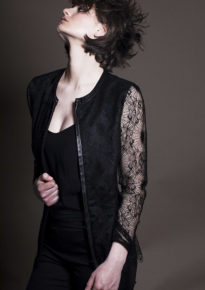Veste-longue-noire-dentelle-delice_2
